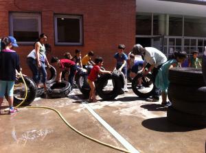 limpiando neumáticos